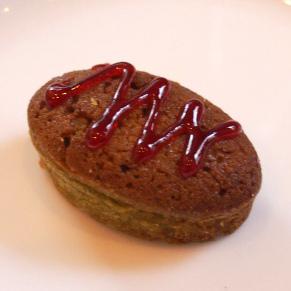 ピスタチオのフィナンシェベリーのソースがピスタチオと良く合います!