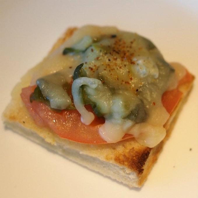 トマト ハラペーニョグリュエールチーズトースト
