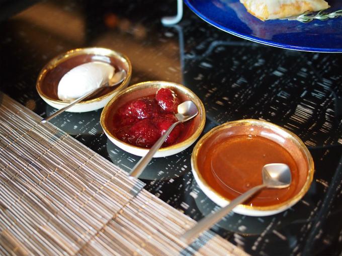 スコーンのスプレッドはクロテッドクリーム、ストロベリージャム、蜂蜜でした。ストロベリージャムにはスターアニスがひっそりと使われていてとっても美味しかったです!!!