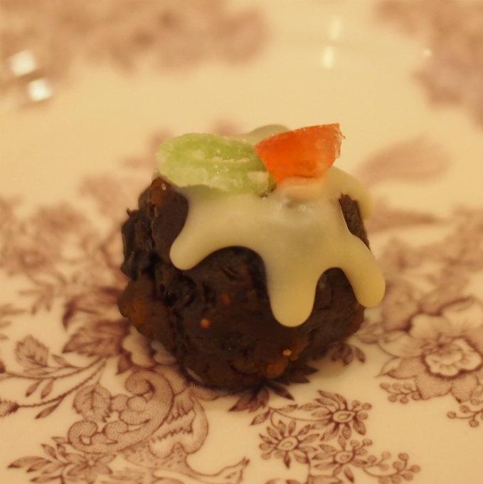 チョコレート仕立てのミニクリスマスプディング