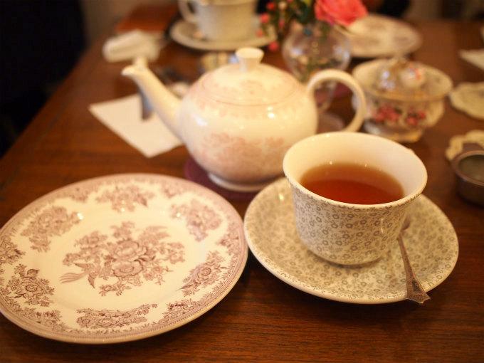 ティーポット、カップ&ソーサー、お取り皿はバーレイでした。その他イギリスのいろいろな陶磁器が使われていました。