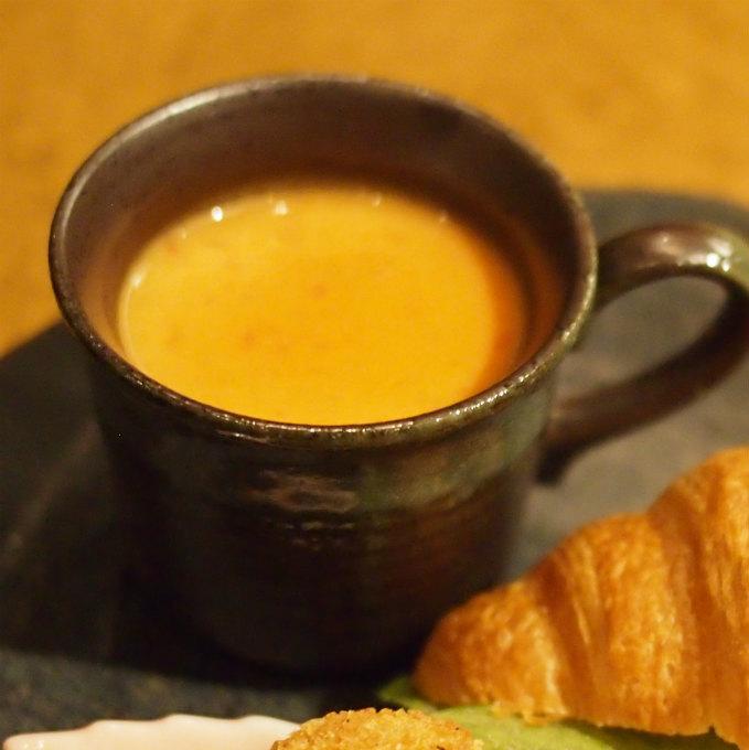 トマトクリームスープ じゃがいものニョッキ ニョッキはスープの中に入っています。