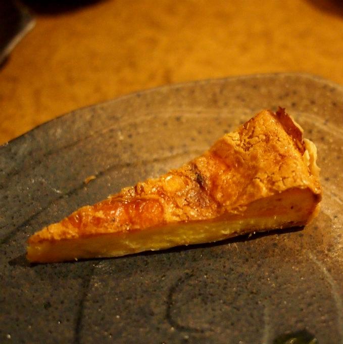 スモークサーモンとチェダーチーズのキッシュこれめちゃめちゃ美味しかったです。