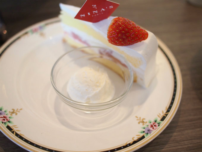 ケーキスタンドのプレートはyamaka
