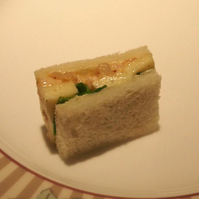 魚介(タコ、イカ、ホタテ)とカマンベールのサンドウィッチ私、魚介もカマンベールも得意じゃないのに、このサンドウィッチとても美味しくいただけました!