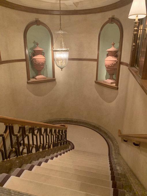 素敵な階段を上ると