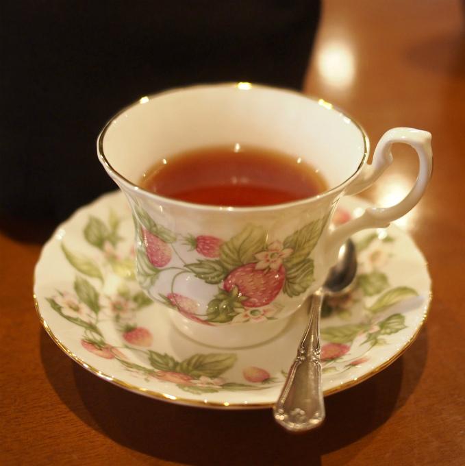 こちらはベリーズベリー。苺の紅茶です。カップも苺柄で嬉しかったです。