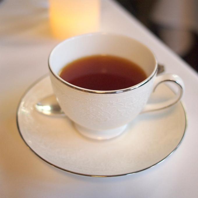 スリーティアーズオリジナルブレンド。キームンもブレンドされた紅茶。最初はみなさんこちらの紅茶をいただきます。