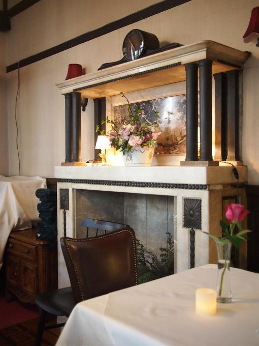 メインダイニングルームの暖炉