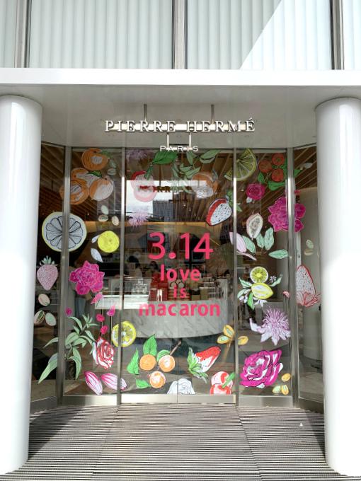 こちらはブティックの入り口。2Fの「Heaven 」を利用する場合もこちらから入ります。3月だったのでホワイトデーのデコレーションが可愛いかった。