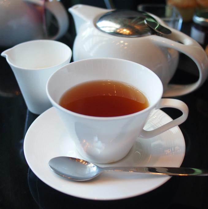 ウィンタードリーム ルイボスティーにシナモン、オレンジピールで香り付けしたお茶です。さっぱりしてるけどミルクティーにしても美味しかったです。