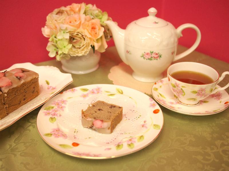 歐林洞の桜のパウンドケーキと紅茶