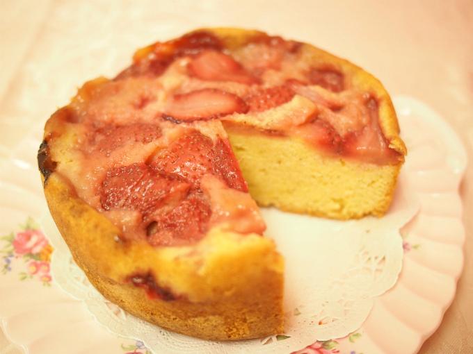 ベリーズティールームの「イチゴのアップサイドダウンケーキ」