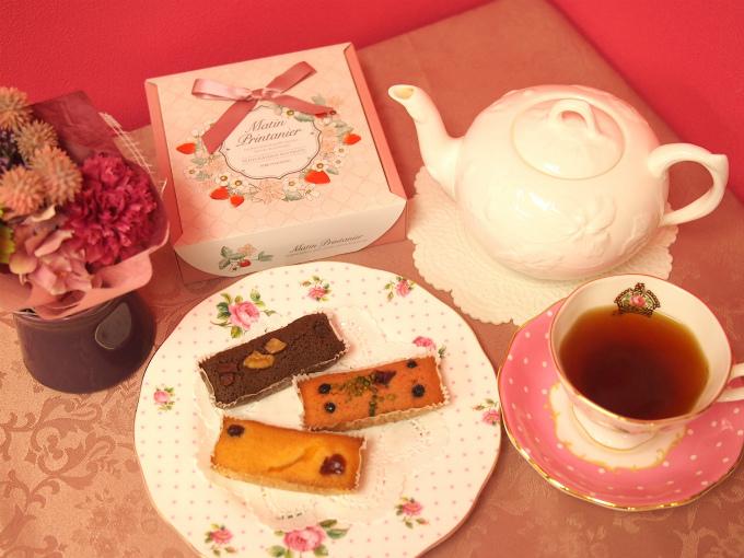 神戸風月堂のプティー・ガトー・オ・フリュイと紅茶