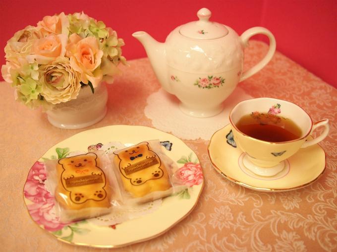 パティスリーYujiのくまのマドレーヌと紅茶