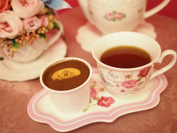 パティスリー・サダハル・アオキ・パリの丸の内店限定「オペラ」と紅茶