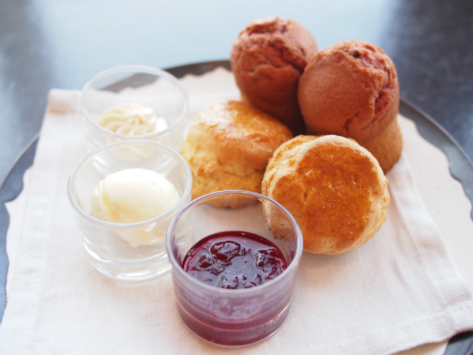 andaz2020cherry afternoontea scone01