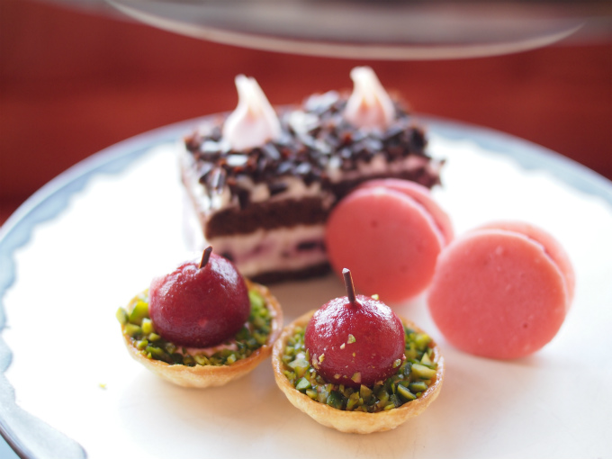 andaz2020cherry afternoontea sweets01