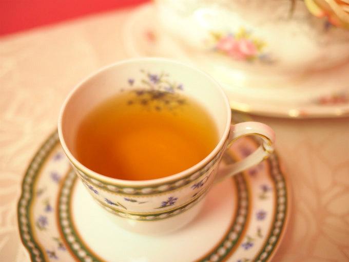 ダージリンファーストフラッシュは紅茶とは思えないくらい水色(すいしょく)が淡い色をしています。
