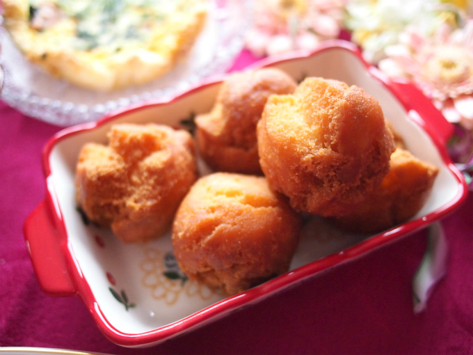 こちらはディスティニーケーキ。揚げドーナツのことです。これもリンゴンベリージャムをつけて食べたら、さらに美味しくなりました!すっかりリンゴンベリージャムのファンです(笑)リンゴンベリーとはコケモモのことで北欧では伝統的なスーパーフードと呼ばれ栄養素が高く美白成分として有名なαアルブチンも含まれているそう!!!