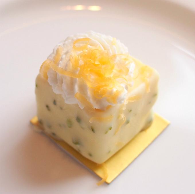 トリプルチーズケーキチーズはフロマージュブラン、マスカルポーネ、ミモレットの3種類が使われています。