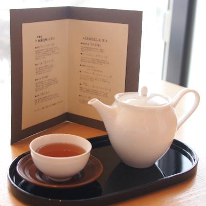こちらはウェルカムドリンクとして提供されたほうじ茶 京かほりです。あれヘレンドじゃないと焦りましたが、ヘレンドはこのあと続々と登場しました!