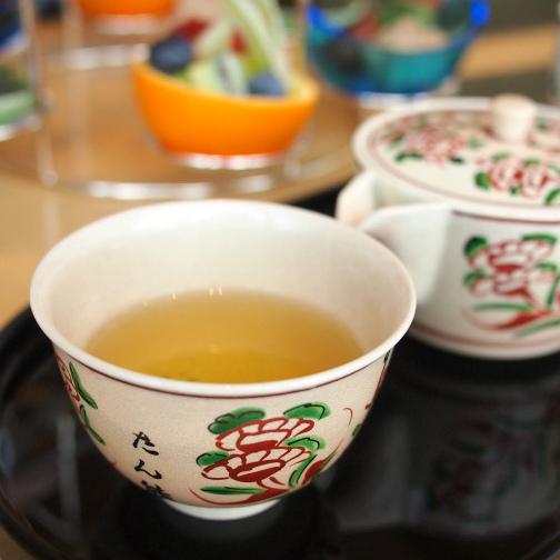 こちらは煎茶 八十八夜。茶器は九谷焼でした。たん熊と描かれていたのでオリジナルなのですね。
