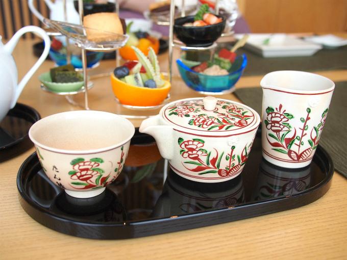 和食器の中では九谷焼が大好きなのでこちらも嬉しかったです。お煎茶セットいいですよね!