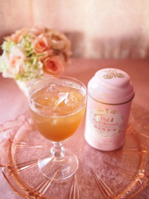 こちらはニナスの「マリーアントワネット」で作ったティーソーダ。マリーアントワネットは薔薇とリンゴの香りのする紅茶です。