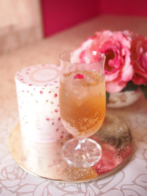 こちらはラデュレの「テ マリーアントワネット」で作ったティーソーダ。「テ マリーアントワネット」は薔薇やジャスミン、柑橘系のフレーバーが付いた紅茶です。