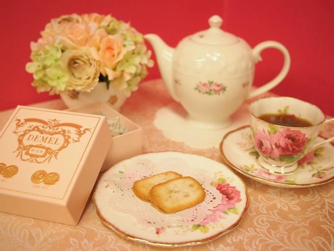デメルのクッキー「ココスツィーゲル」と紅茶