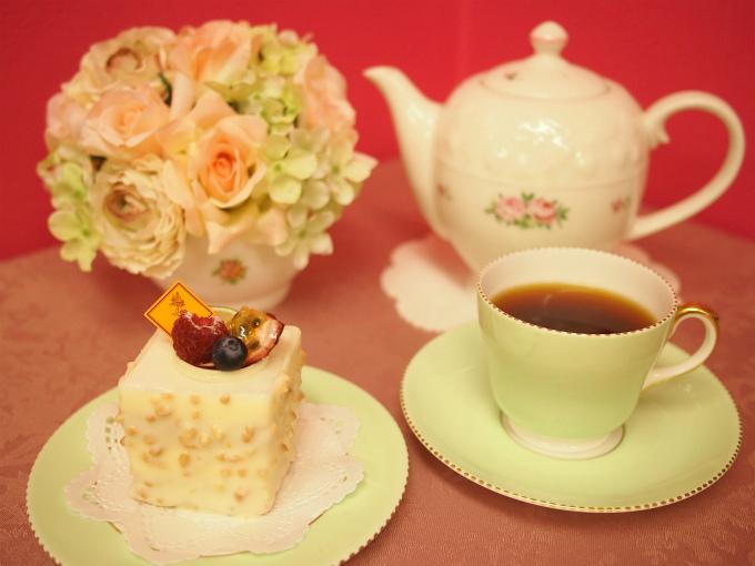 フレデリック・カッセルのケーキ「アディクション」と紅茶