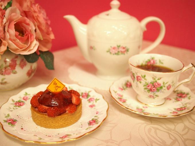 フレデリック・カッセルのタルト ルージュ・オ・プランタンと紅茶