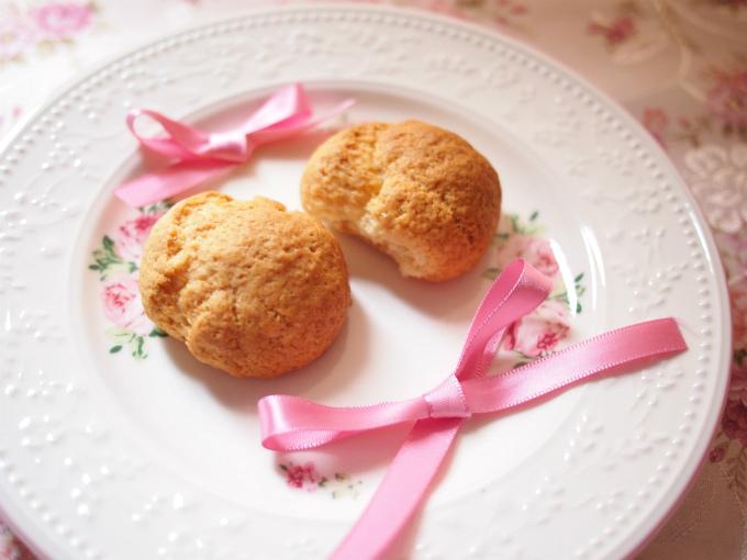 スコーンはこのようなクッキータイプの甘いスコーンでした。