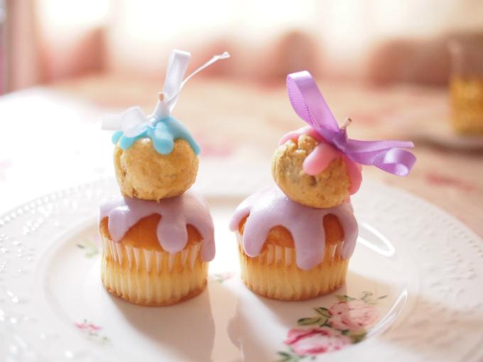プチメンドルケーキこちらは映画「グランド・ブダペスト・ホテル」に登場するメンドルケーキをモチーフにしたプチケーキです。