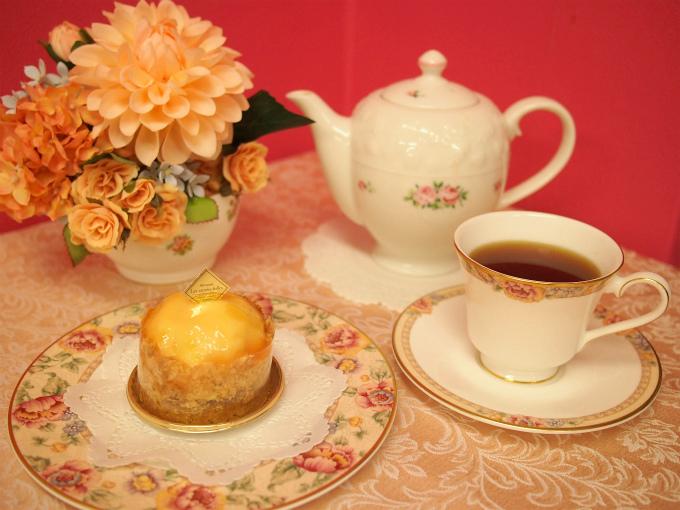 レザネフォールのペッシュ ミニョンと紅茶