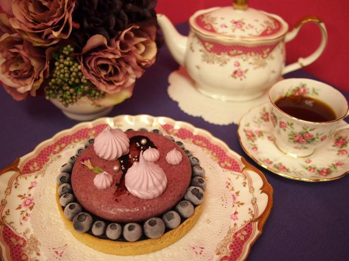 Like Sweets BOXのブルーベリーケーキ「タルトミルティーユ」と紅茶