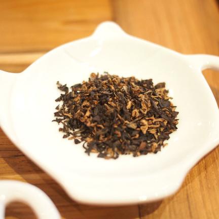 こちらはハルマリの茶葉。同じアッサムでもこんなに違うのです!