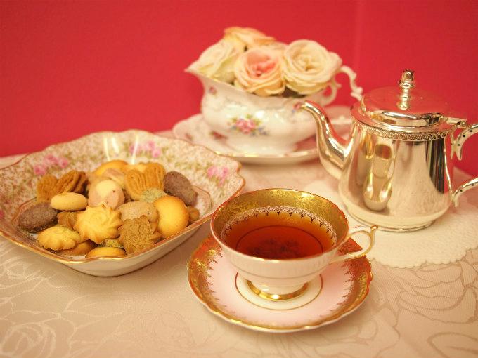 東京會舘のクッキー「プティガトー」と紅茶