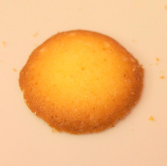 パレバニラ ミルクとバニラを使った、ラングドシャのような軽めのクッキー