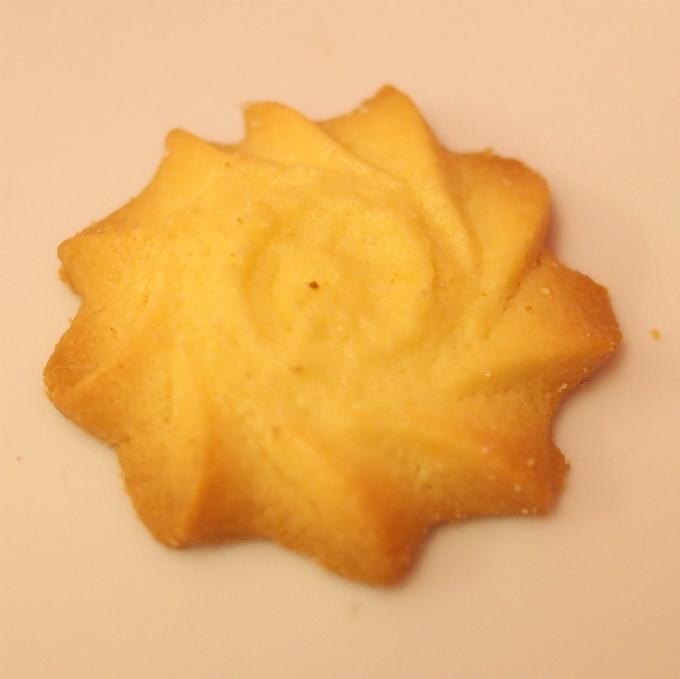 フラワー アーモンドが香ばしいお花の形のクッキー