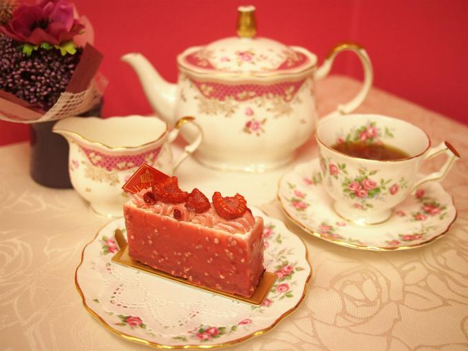 和光のピンクのケーキ「ルビー」と紅茶