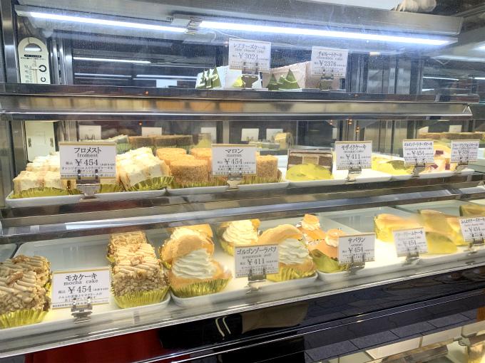 ドライケーキが有名なWESTだけど、喫茶店がある店舗では普通のケーキも取り扱っています。
