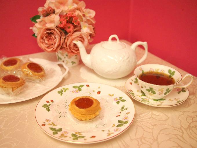 銀座WESTのクッキー「ヴィクトリア」と紅茶