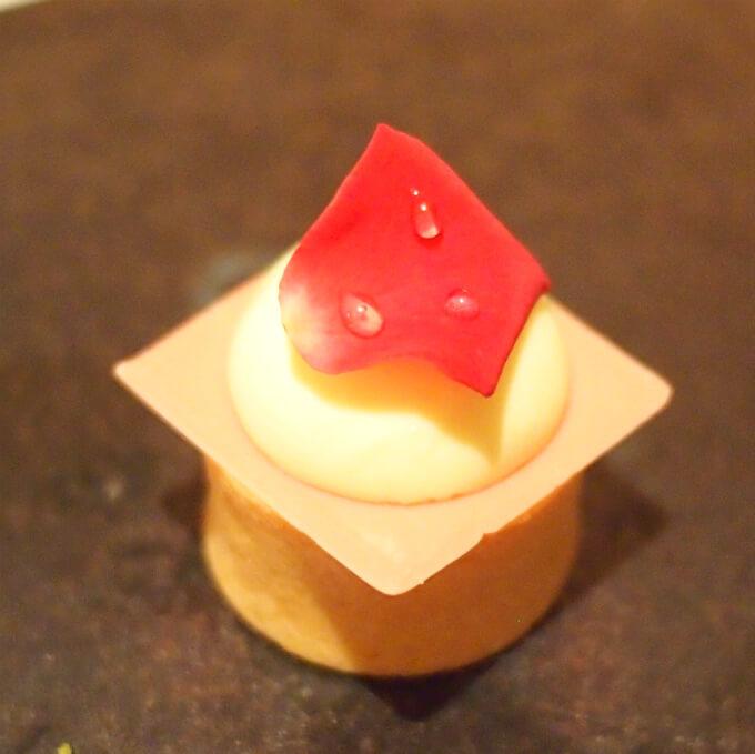 フロマージュクリュ。レアチーズケーキです。