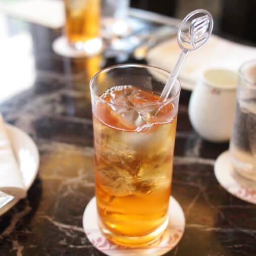 ロイヤルパークホテル「フォンテーヌ」ではどの紅茶もアイスティーにしてもらえます。こちらはダージリンのアイスティー。