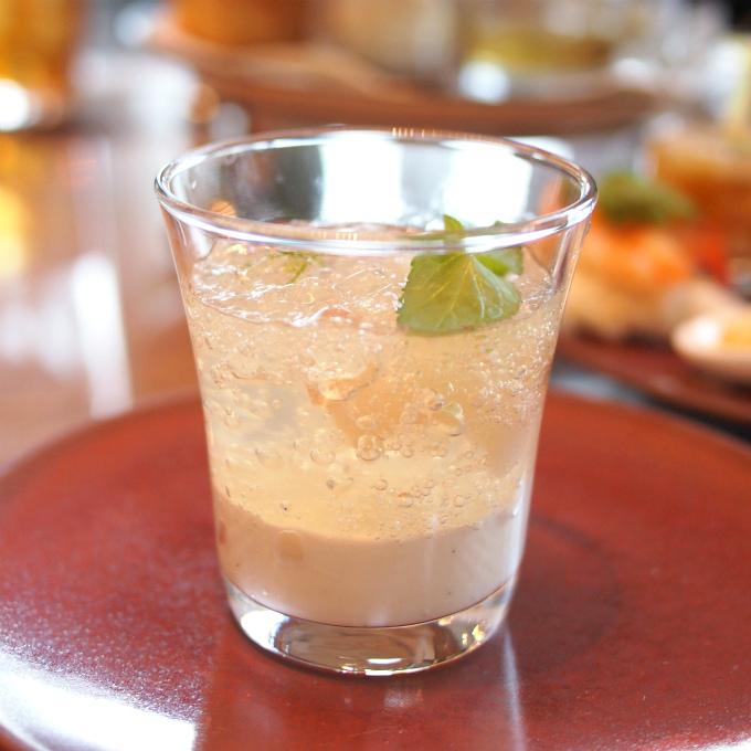 ライチのコンポート レモングラスのジュレ上はサッパリ、下はコックリのグラスデザート