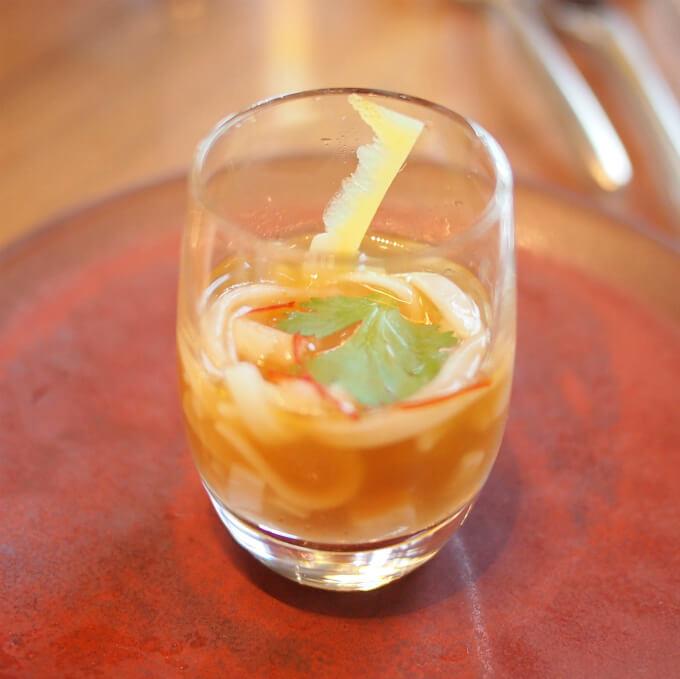 レモングラス風味のフォー コリアンダーとっても小さいフォー(笑)フォーは食べやすく短めにカットされていました。