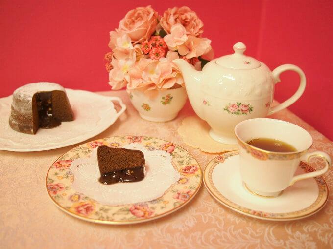 カファレルのフォンダンショコラ「カンパーナ」と紅茶