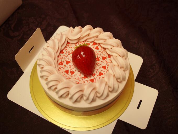 するとケーキがキレイに取り出せます。